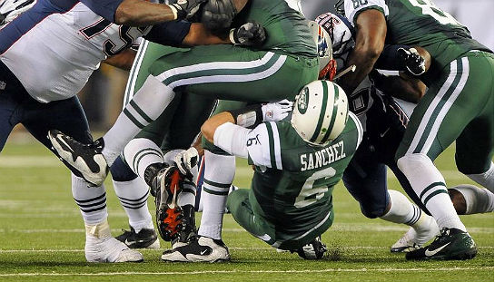 Jets_Sanchez-buttfumble.jpg
