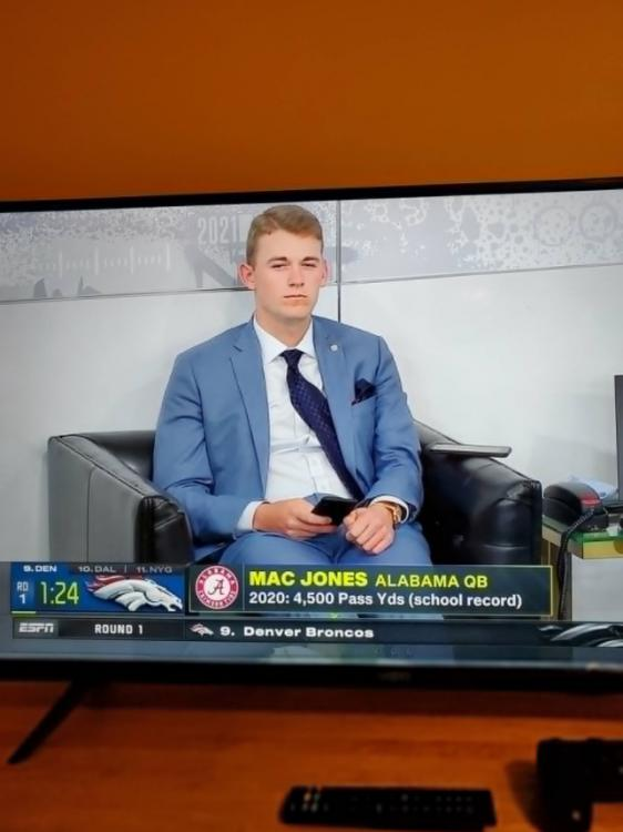 PHOTO-Mac-Jones-Look-Very-Confused-Why-He-Is-In-The-Green-Room-And-No-Team-Has-Picked-Him-Yet.jpg